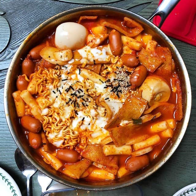 Lau tokbokki Ha Noi Korean Cuisine Ao Sen