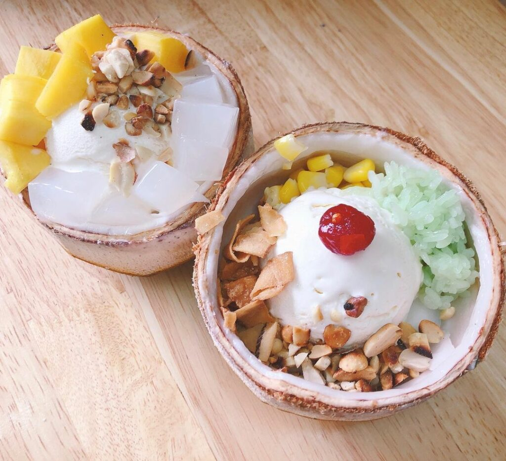 """Kem xôi dừa là món chính của quán nhưng """"nam phụ"""" bingsu cũng được rất nhiều thực khách yêu thích"""